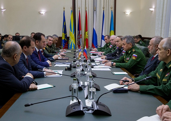 Armenian and Russian delegations meet in Moscow on Dec. 1, 2016. Image courtesy of Armenia's Defense Ministry.