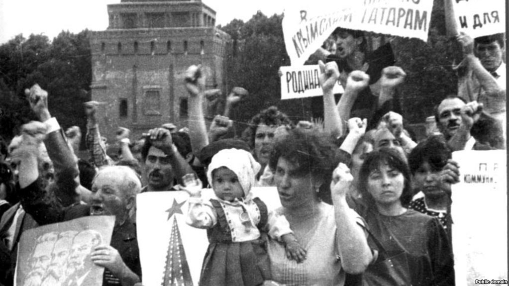 Crimean Tatar activists in the Red Square in July 1987, their public protest jolted Karabakh Armenians to action. Via Крым.Реалии.