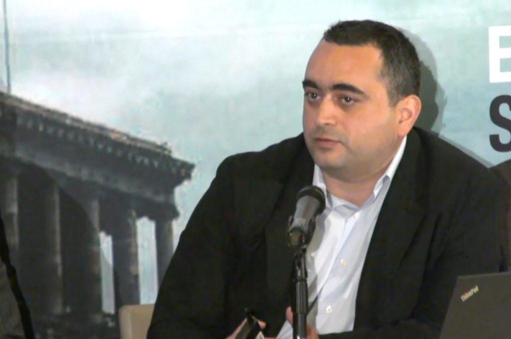 Emil Sanamyan at USC conference in April 2017. Civilnet.