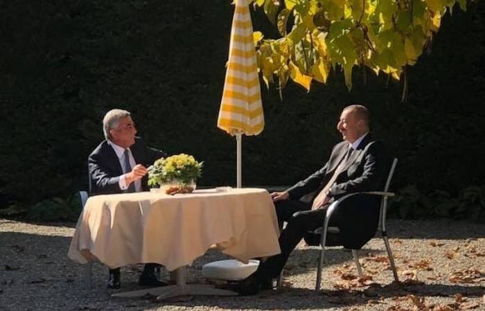 Aliyev, Sargsyan sharing a laugh in Geneva. Image courtesy of Artak Aleksanyan