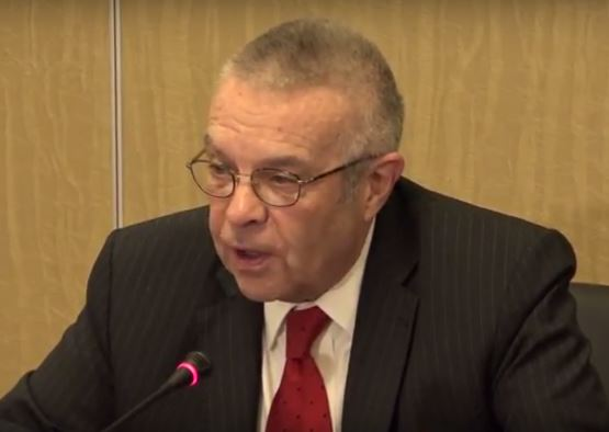 Richard Hoagland speaking in Yerevan on March 27. Civilnet video grab