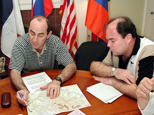 Cavanaugh with then Armenian president Robert Kocharyan in Key West, Florida in April 2001. Image from CareyCavanaugh.com