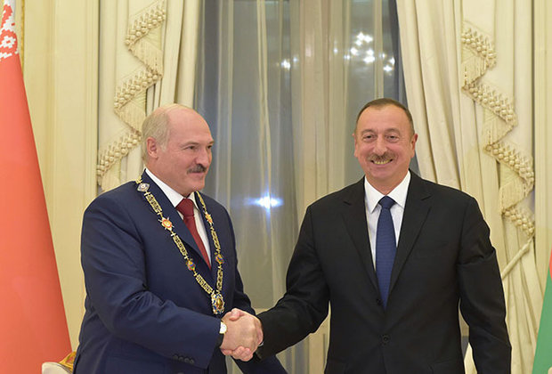 Aliyev awards Lukashenko Order of Heydar Aliyev in November 2016. Official photo